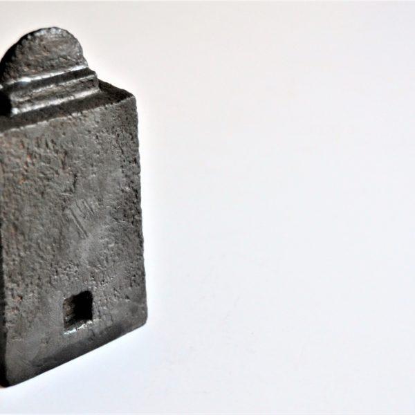 Tempel 3 i patineret gips kr. 1.800