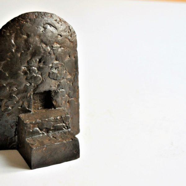 Tempel 5 i patineret gips kr. 1.800